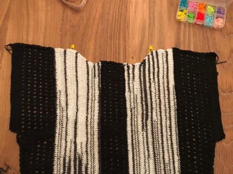 zwart-wit shirt breien 7