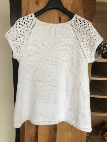 Rondgebreid shirt met kanten mouwtjes 3